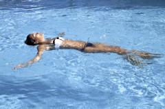 oferta piscina de hormigón, piscinas barata ,piscina económica con escalera romana. empresa de piscina en cadiz y sevilla